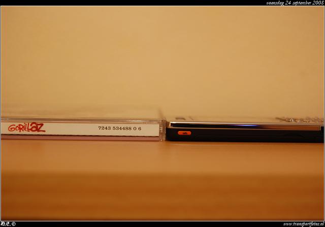 DSC 8144-border Sony Ericson W880i -silver-