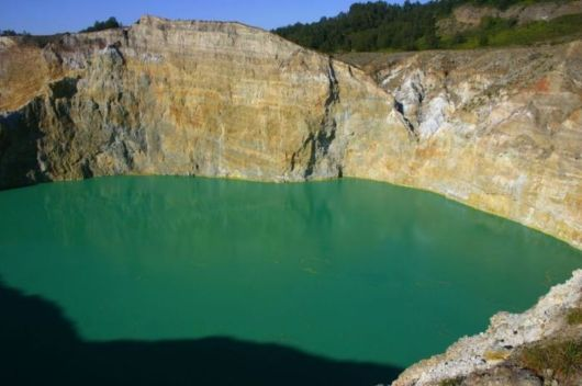 indonesian tricolored lakes 04 -