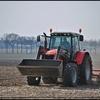 Trekker op het ;land (Borger) - Landbouwmachines