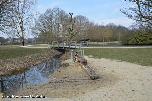 DSC 0255 Kunstproject houtsnijwerk park Presikhaaf 2013