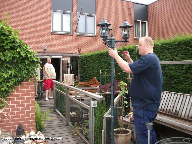 Tuin - nieuwe lantaarnplaal plaatsen 03-07-13 (28) Lantaarn en Censor 03-07-13