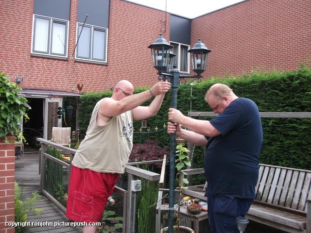 Tuin - nieuwe lantaarnplaal plaatsen 03-07-13 (27) Lantaarn en Censor 03-07-13