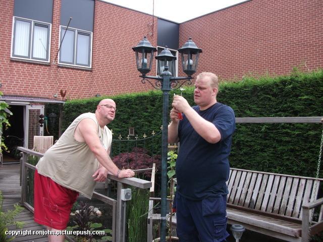 Tuin - nieuwe lantaarnplaal plaatsen 03-07-13 (26) Lantaarn en Censor 03-07-13