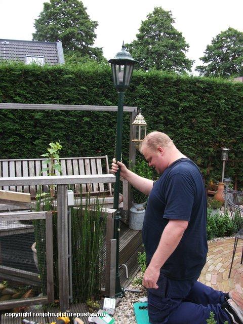 Tuin - nieuwe lantaarnplaal plaatsen 03-07-13 (01) Lantaarn en Censor 03-07-13