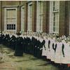 burgerweesmeisjeskerkgang1904 - Burgerweeshuis