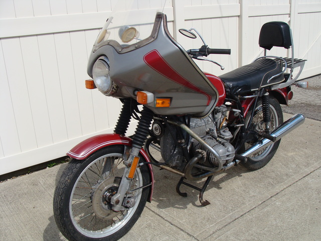 """4041072 '74 R90-6 Red, 18L p-4041072 1974 BMW R90/6, Colorado Red. """"As-Is"""" Project bike"""