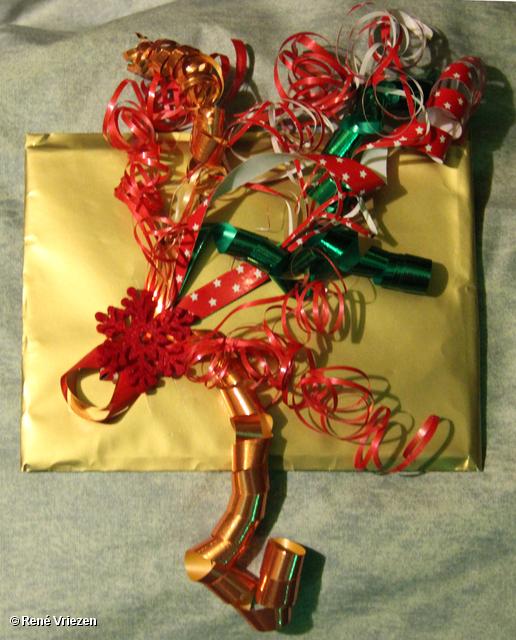R.Th.B.Vriezen 2013 12 15 9392 Kerstmarkt gezamenlijk eten Erwten-Bruinebonensoep Stamppotten zondag 15 december 2013