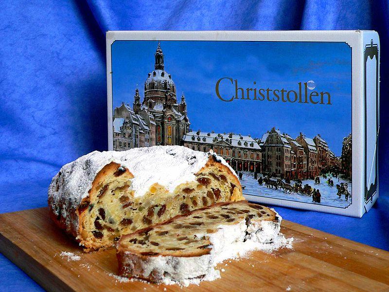 800px-Stollen-Dresdner Christstollen -