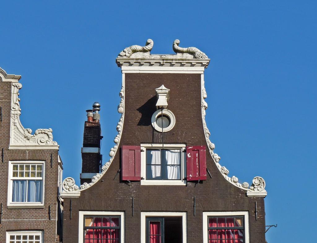 klokgevelsP1170052 - amsterdam