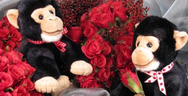 Valentine Chimps with Short Stem Rose Buds Valentine Chimps with Short Stem Rose Buds
