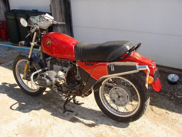 """P-6207435 '83 R80ST Red 001 SOLD.....P-6207435 '83 R80ST Red. Not running """"Before"""" photos"""