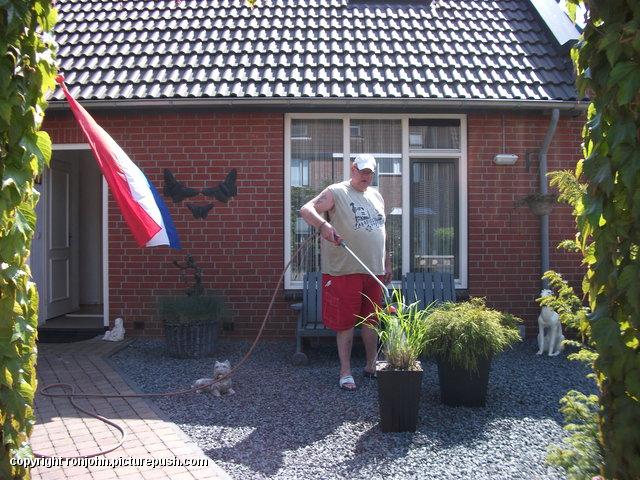 Tuin - Voortuin sproeien 05-05-14 2 In de tuin 2014