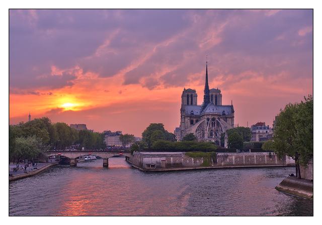 - Notre Dame Sunset France