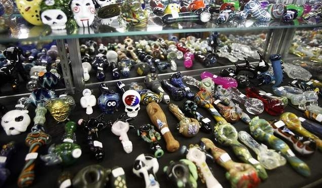 smoking pipes in california Picture Box