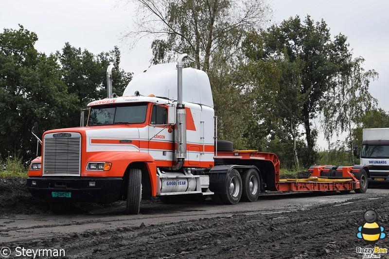 DSC 0370-BorderMaker - Truck in the Koel 2014