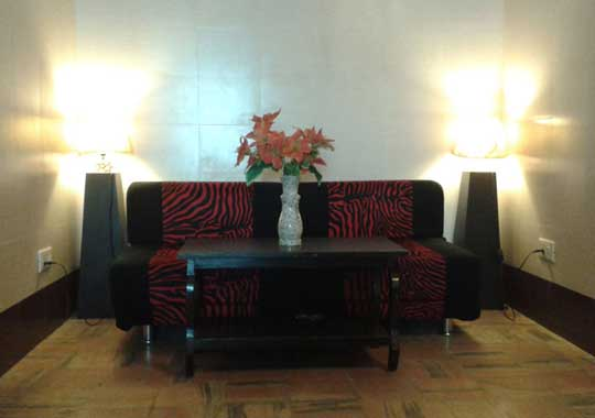 Sofa Sitting In Rooms Cheap Jaipur Hotels