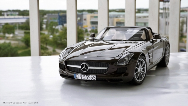 Mercedes-Benz SLS AMG Roadster (1) 1/18 Mercedes-Benz SLS AMG Roadster
