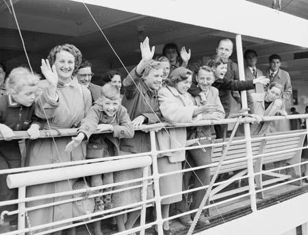 Dutch Migrant 1954 MariaScholte=50000thToAustralia Australia Immigration Perth