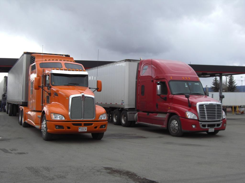 CIMG9118 - Trucks