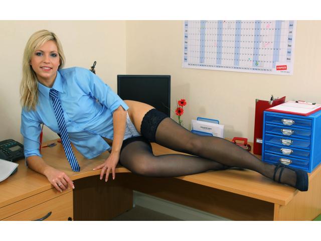 В чулках фото в офисе