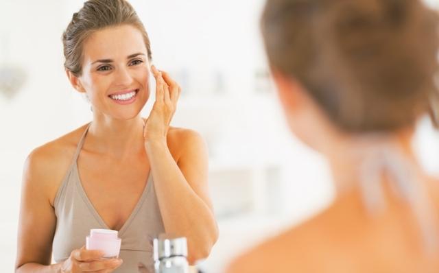 woman-moisturizing-skin-2 Picture Box