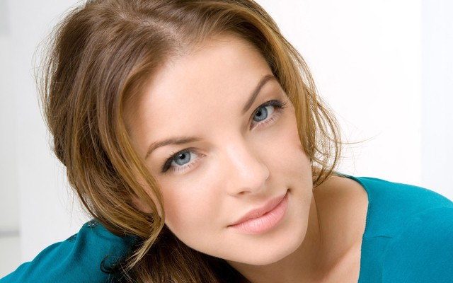 Blue-Eye-Color-Beautiful-Girl-Pic The Benefits of a Neck Firming Cream