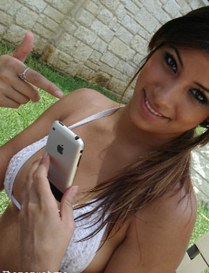 cute-girl-with-ipod mind video games can assist in Intelimax IQ