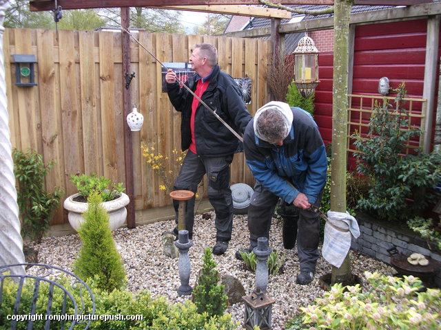 Tuin - Een schoor maken 26-04-16 (03) In de tuin 2016