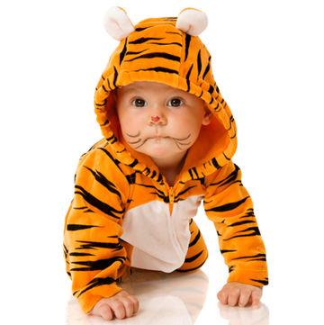 12-baby-wearing-tiger-costume-shutterstock 7611968 revitasence serum00