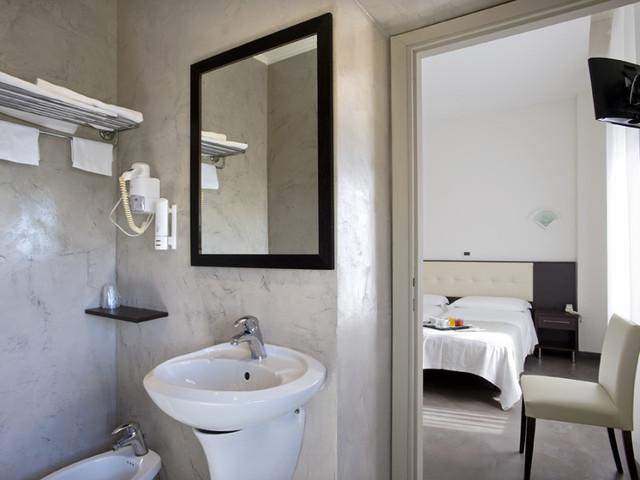 Ostia Hotels Picture Box