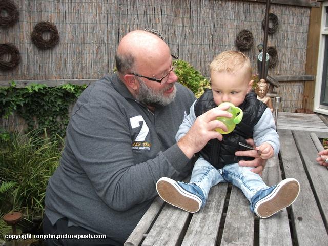 Jeroen en Liam op bezoek 12-10-16 2 In de tuin 2016