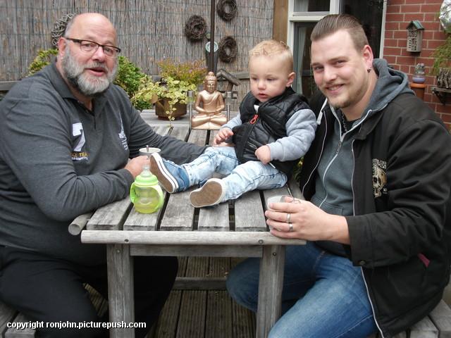 Jeroen en Liam op bezoek 12-10-16 1 In de tuin 2016