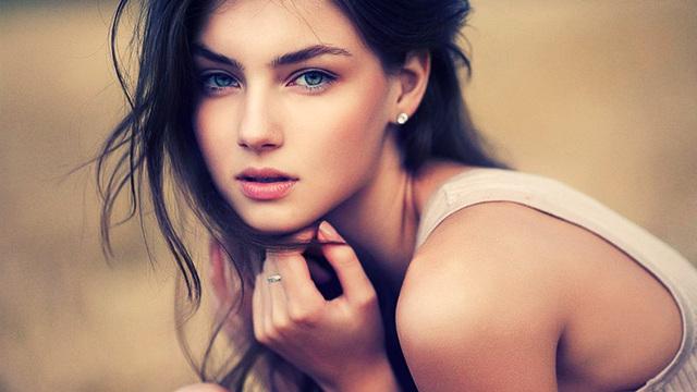 35987553-beauty-girl-image http://goldenhealthcenters.com/revitalizing-eye-cream/