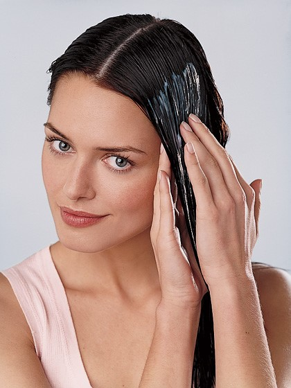 applying hair conditioner  http://www.healthbuzzer.com/nuviante/