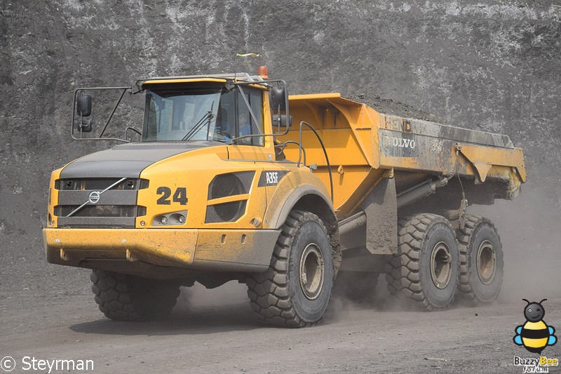 DSC 3467-BorderMaker - Truck in the Koel 2017