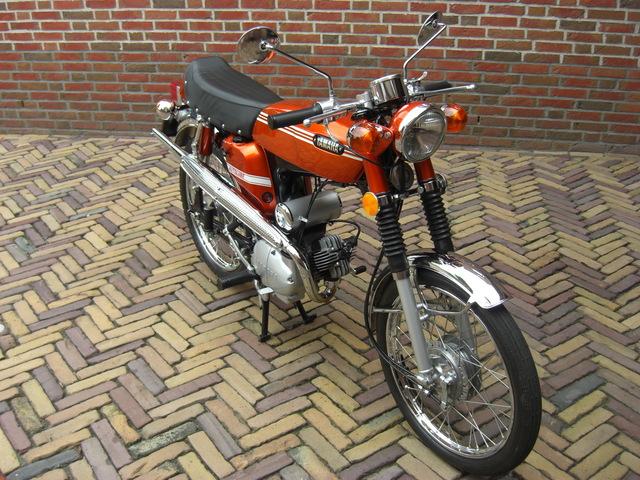CIMG1591 1970 FS1 5-speed Street Mandarin Orange