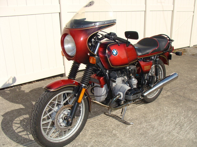 6240140 '81 R100S Red Smoke.01 1981 BMW R100S #6240140, Smoke Red. 60,090 Miles. Koni Shocks; Progressive Fork Springs w/ Anti Dive Kit; 336 Sport Cam; Stainless Mufflers; Sargent Sport Seat; Reynolds Ride-Off Stand; Brown Side Stand; Napoleon Baren Mirrors; Euro Headlight switch; New