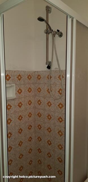 douche met door ons gerepareerde houder Casa Teresa