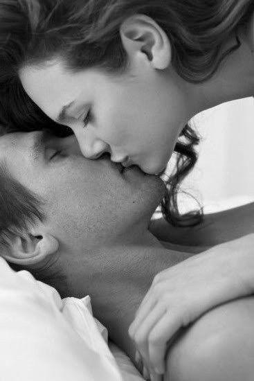 68a24cf1c2b0cd1642ae6ff4737c5825--romantic-kisses- Zephrofel