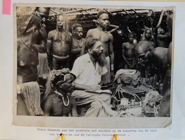DSC08176b Album 20163 Cees Meuwese bij Papoea s va photoshop