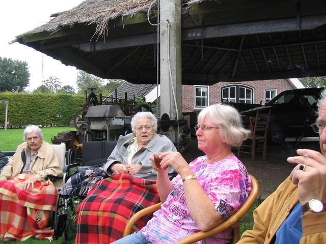 IMG 4723 rolstoelwandelen, bezoek fam. De Jonge 12-09-2007