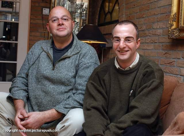 RVU - Woerdense Courant 10-11-05 Ron en John 2 Huwelijk 2006 - De krant en de TV