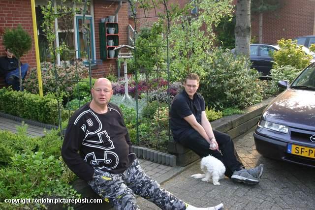 Vrijgezellenfeestje Wouter 05-05-06 05 In de tuin 2005