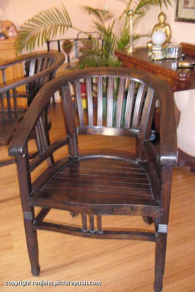 Tafel en stoelen 15-10-06 03 In huis 2006