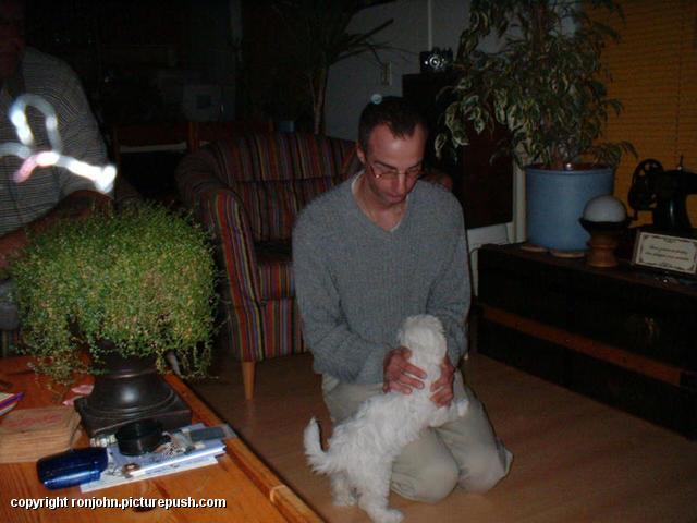 John en Cindy 04-08-02 1 Bij de buren