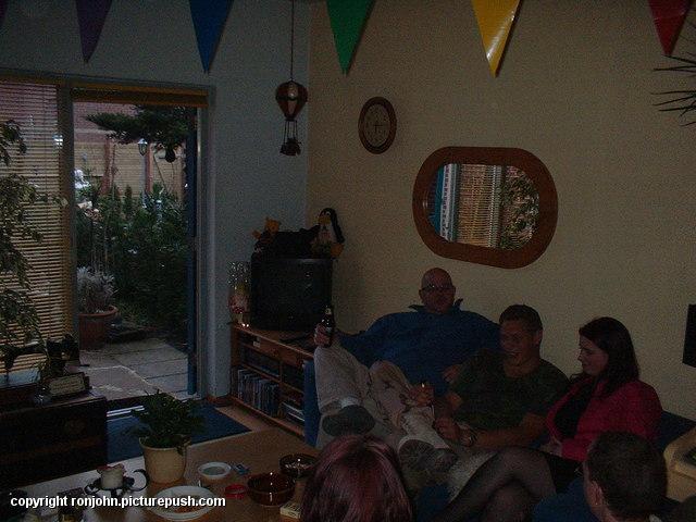 Welkom Thuis Wouter 22-03-04 - 05 Bij de buren