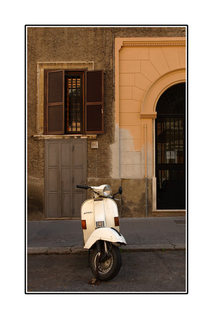-Roma scooter Italy photos