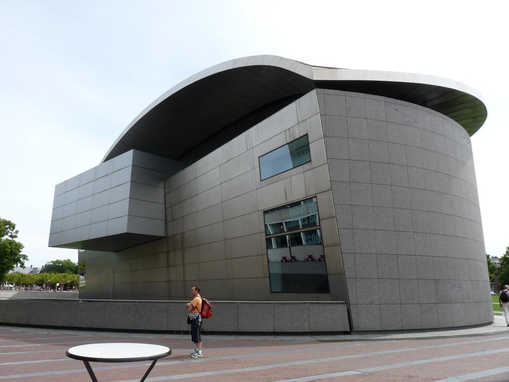 P1100857 - moderne architectuur