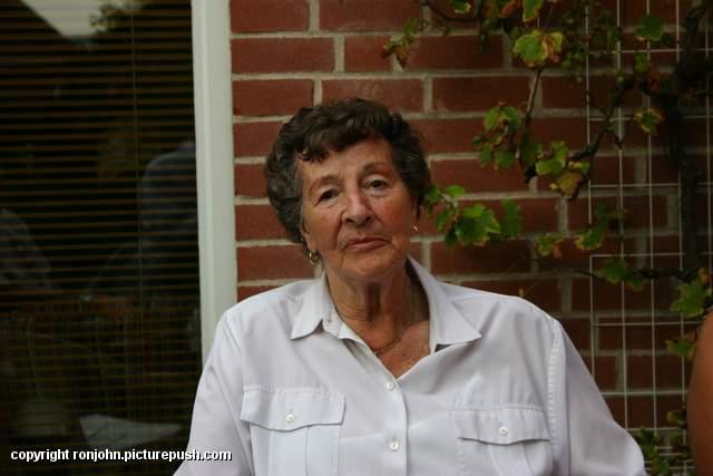 Verjaardag Erna 50 jaar 23-09-07 17 Bij de buren