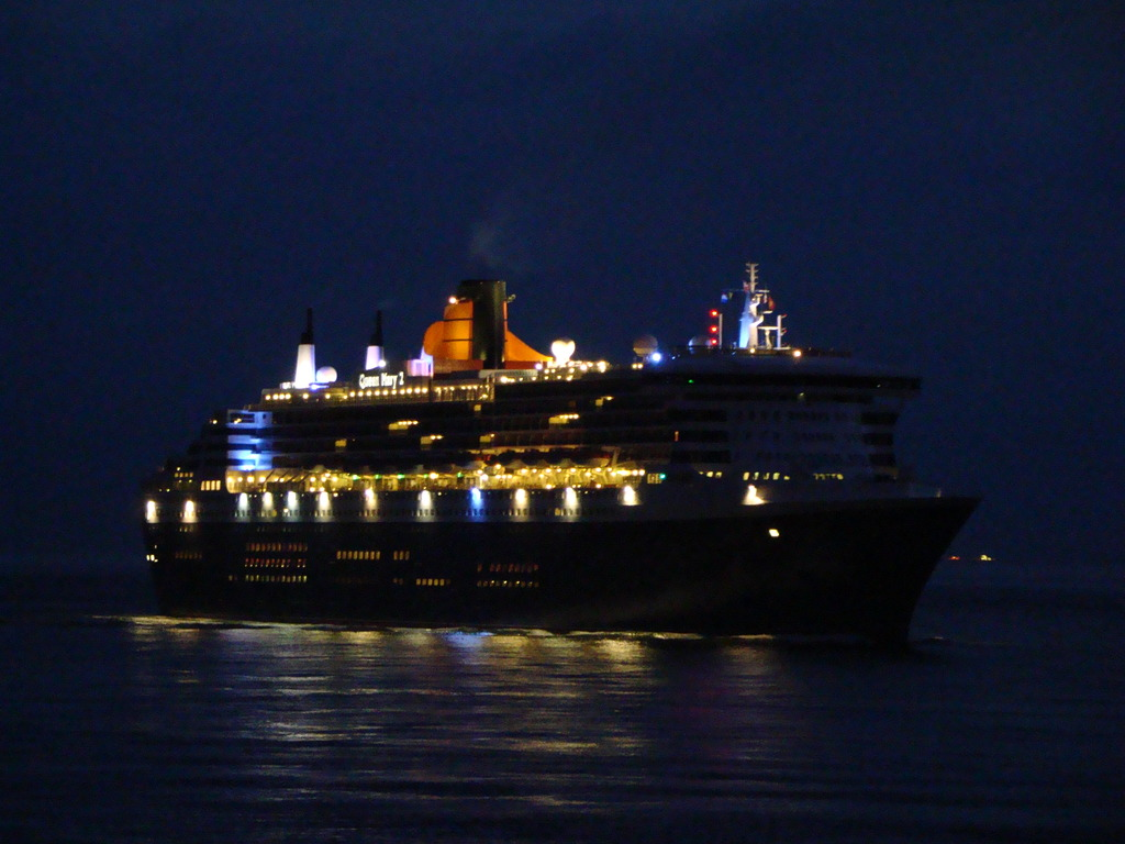 QUEEN MARY 2 010 -